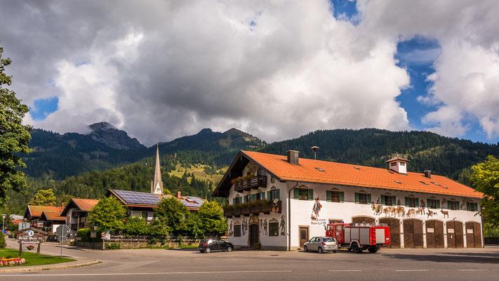Ortseingang un Feuerwehr von Bayrischzell