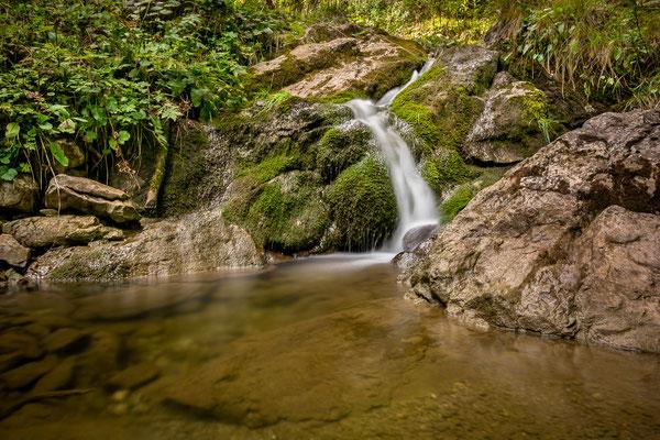Wasserfall entlang des Weges vom Ursprungtal hinauf zur Rotwand