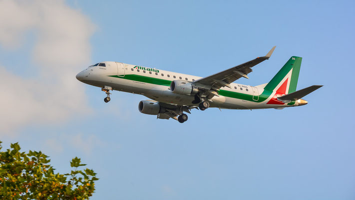 Airportring Anflug Südbahn - EI-RDO im Endanflug (Embraer ERJ-175 // Alitalia CityLiner)
