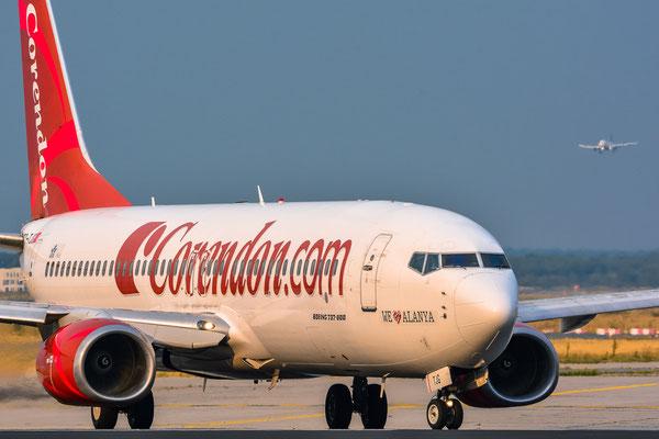 """Startbahn West / """"Affenfelsen"""" - TC-TJG beim eindrehen auf die Bahn (Boeing 737-86J // Corendon Airlines)"""