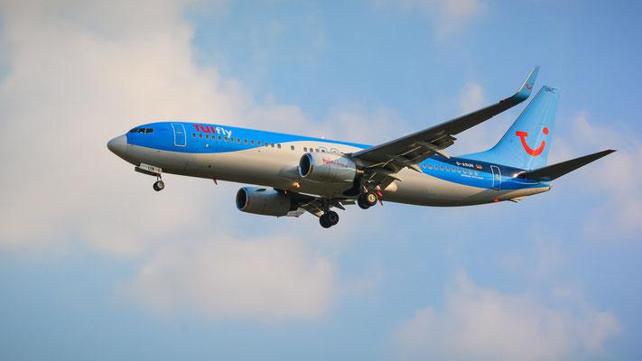 Airportring Anflug Südbahn - D-ASUN Urlaubsflieger aus Korfu im Endanflug (Boeing 737-8BK // TUIfly)