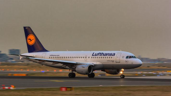 """Startbahn West / """"Affenfelsen"""" - D-AILS beim Beschleunigen (Airbus A319-114 // Lufthansa)"""
