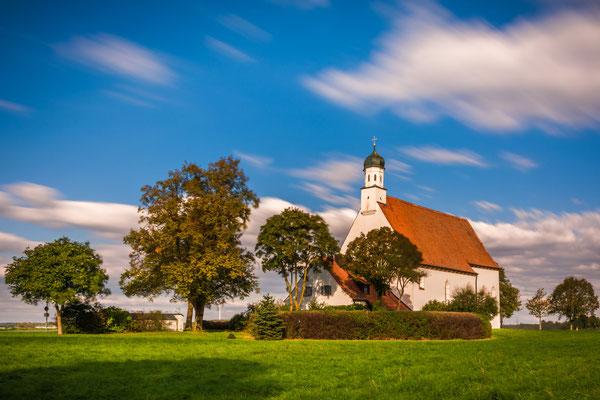 Die Wallfahrtskirche St.Willibald in Jesenwang bei Fürstenfeldbruck
