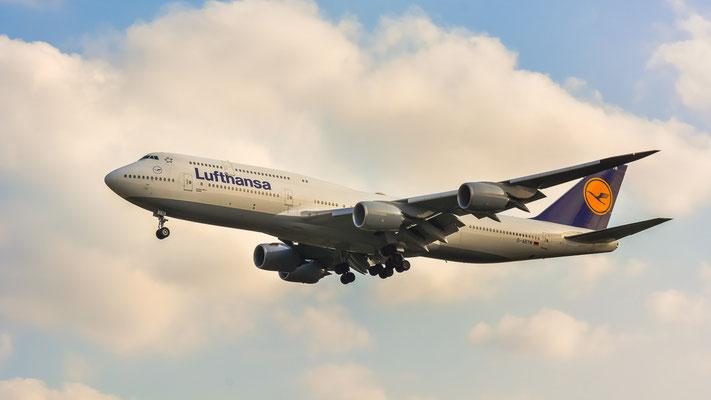 """Airportring Anflug Südbahn - D-ABYM ... Der Jumbo """"Bayern"""" im Final aus Tokio kommend (Boeing 747-830 // Lufthansa)"""