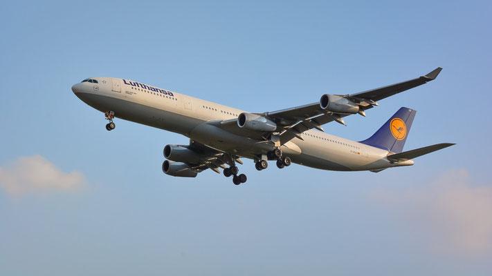 Airportring Anflug Südbahn - D-AIGO aus Bangkok im Endanflug (Airbus A340-313 // Lufthansa)