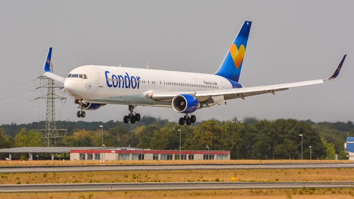 """Landebahn Nordwest /  """"Düne"""" - D-ABUB kurz vorm Touchdown (Boeing 767-330ER // Condor)"""