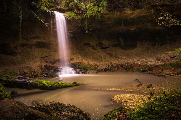 """""""Magischer Wasserfall"""" des Kienbachs unterhalb des Kloster Andechs."""