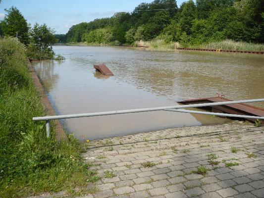 Dank des Absenkens des Wasserspiegels im EHK war unsere Slippe nicht betroffen