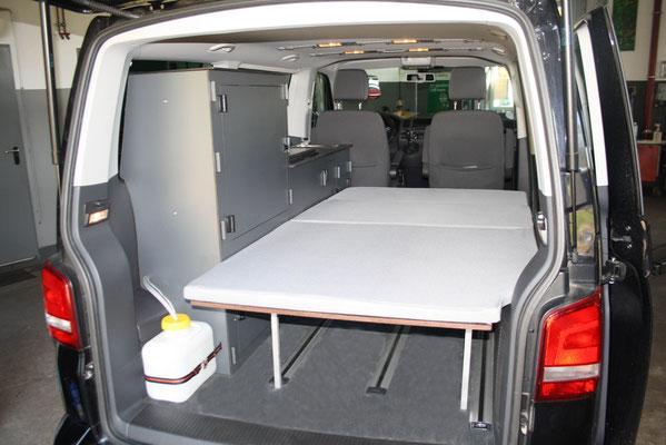 Campingküche VW Bus Model Weekend-Bus Sitzbank mit Schlaffunktion