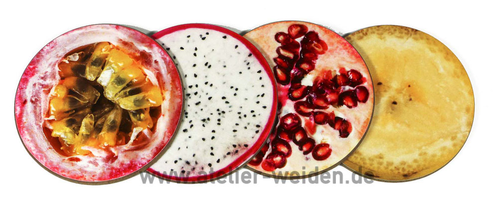 Fruchtmix aus Maracuja, Drachenfrucht, Granatapfel und Banane