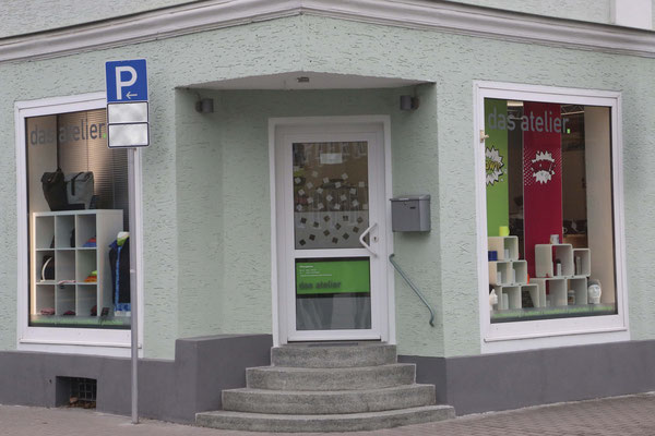 "Ladeneingang ""das atelier"""