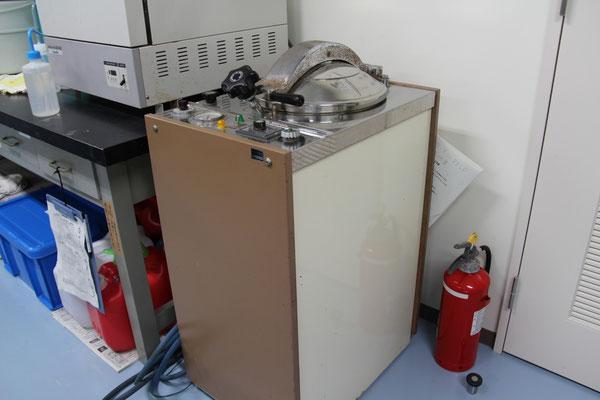 オートクレーブ H-88LD ; 高圧蒸気滅菌器
