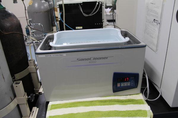 超音波洗浄機・KAIJO CA-54800 ; 実験器具の洗浄に使用します。