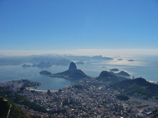 Blick vom Corcovado auf den Eingang zur Bucht von Rio de Janeiro.