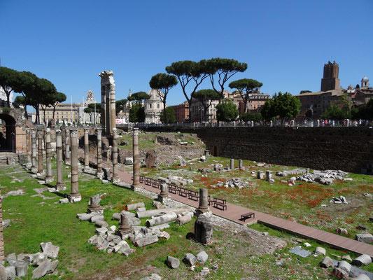 In Rom findet man an unglaublich vielen Stellen Reste antike Bauten.
