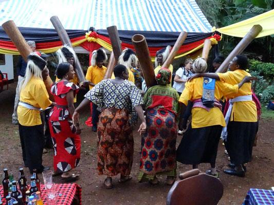 Eine lokale Musikgruppe sorgte für Einblicke in Chaggakultur (Chagga: am Kilimandscharo beheimateter Stamm).