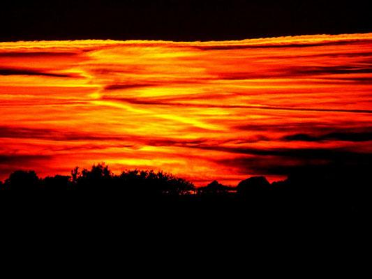 Kein Lavasee, sondern der Himmel kurz nach dem Sonnenuntergang am 7.Januar 2020.