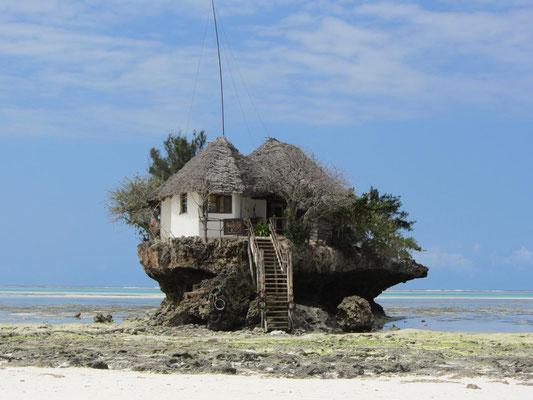 """Sansibar: Das Restaurant """"The Rock"""" bei Pingwe an Sansibar´s Ostküste."""