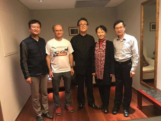 Backstage in der Gardrobe des Dirigenten Lihua TAN. Herzlicher Dank !!