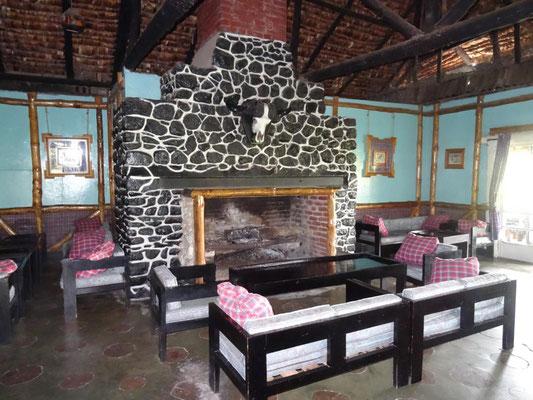 Der Kamin der Momella-Lodge aus dem Film HATARI.