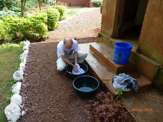 Lästige Haushaltspflichten: Waschen ohne Waschmaschine. Bild: M. Pieke
