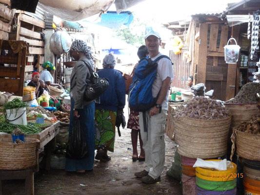 Einkaufen auf dem Markt ist aufgrund der farbenfrohen Bilder ein Fest für die Augen. Bild: M. Pieke