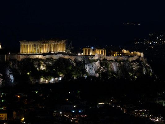 Nächtlicher Blick auf die Akropolis vom Likavitoshügel.