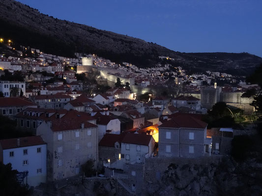 Altstadt Dubrovniks in der Blauen Stunde.