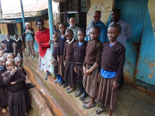 Sechs der von unserer Spendenkartenaktion (siehe http://helfen-macht-schule.jimdo.com) unterstützten Schüler./-innen.