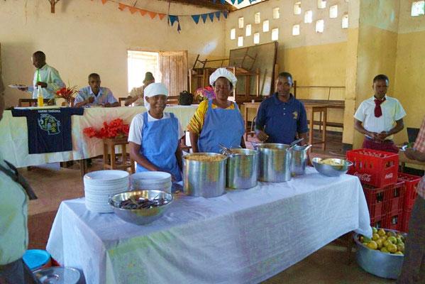 Dann boten die Köche ein sehr leckeres Mittagessen ....