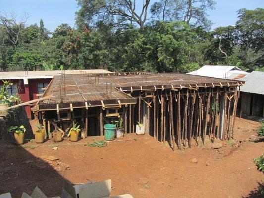 Die Baustelle des zweiten Erweiterungsbaus der Maedchenunterkunft.