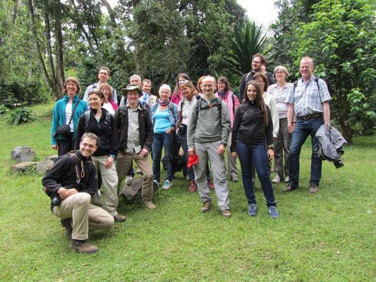 Die Gruppe am Morangu-Tor, dem Einstieg für eine Kilimandscharo-Besteigung.