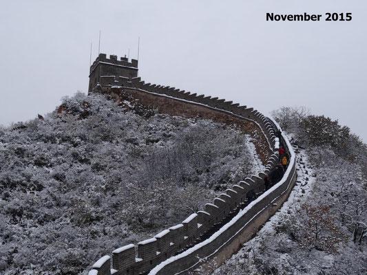 Klimatischer Kontrast: Als wir die chinesische Mauer besuchten, lag dort ca. 10 cm Schnee.