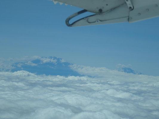 Kilimandscharo im Vorbeiflug mit max. 280 km/h in max. 4500 m Höhe.