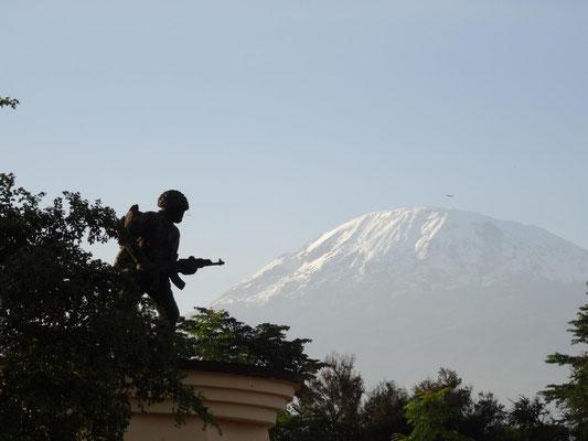 Auf die richtige Perspektive kommt es an .... Sieht doch aus, als würde er den Berg hochlaufen, oder?