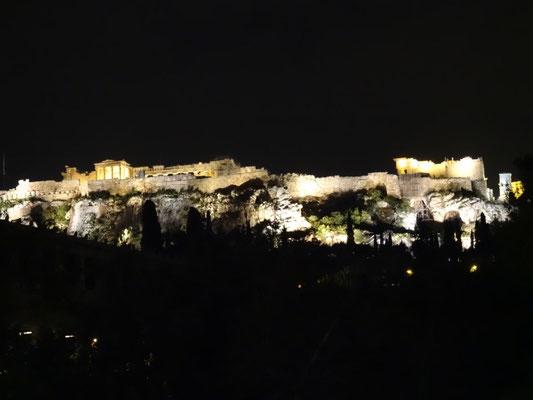Akropolis bei Nacht.