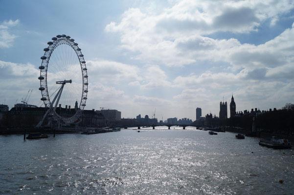 Die Themse mit London Eye, Parliament und Big Ben.