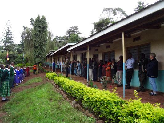 Vorstellung der Gäste vor der Schülerschaft.
