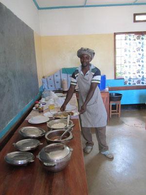Der Koch Joseph präsentiert ein typisches Mittagessen. Es war sehr lecker!!
