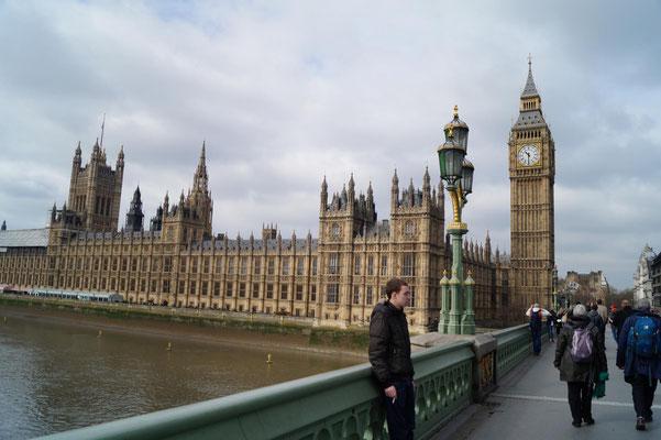Das Parlament und Big Ben bei Tag und ...