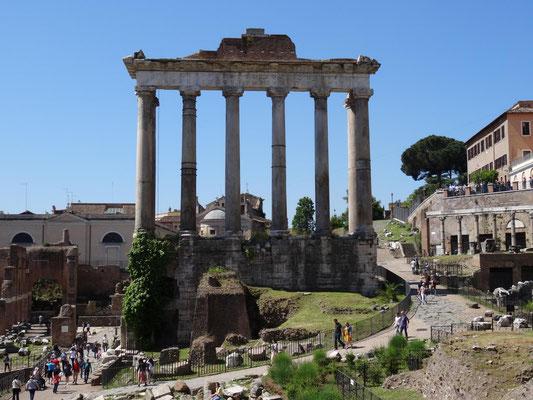 Forum Romanun, überall sind historische Trümmer zu finden. Der Bau der dritten U-Bahnlinie C kommt nur langsam voran.