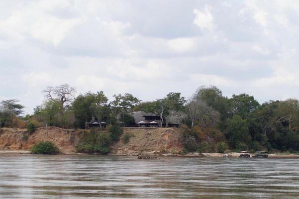 Das Rufiji River Camp liegt genial auf einem Steilufer und bietet einen tollen Blick über den Fluss.