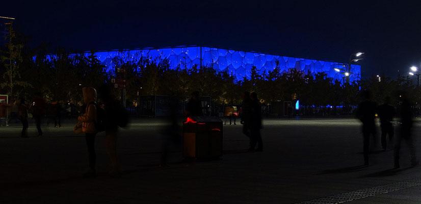 Der Water Cube, das Schwimmstadium der olympischen Spiele 2008, bei Nacht.