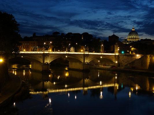 Der Tiber bei Einbruch der Nacht.