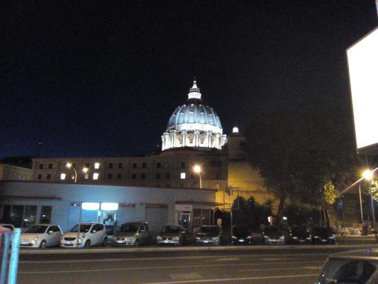 Petersdom aus Richtung des Viertels San Pietro.