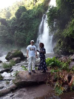 Mit Salome am Ndoro Wasserfall.