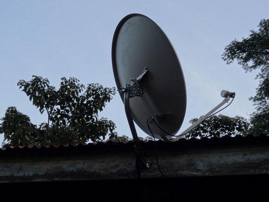 Neu entdeckt an der Schule: die Satelitenschüssel ...