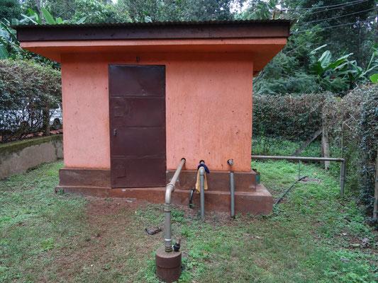 Pumphaus am schon bestehenden Wasserloch.