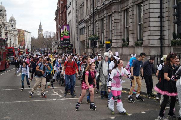 Inline-Parade zu Ostern.