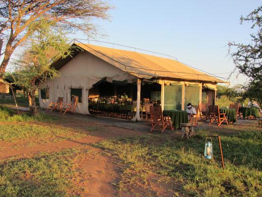 Das Bewirtungszelt der Zelt-Lodge im Serengeti-Nationalpark.